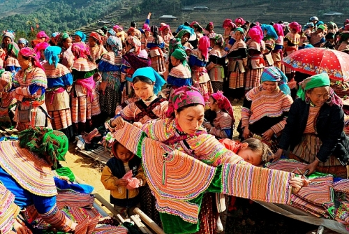 Sapa Tour 2 Days 1 Night (Bac Ha Market)